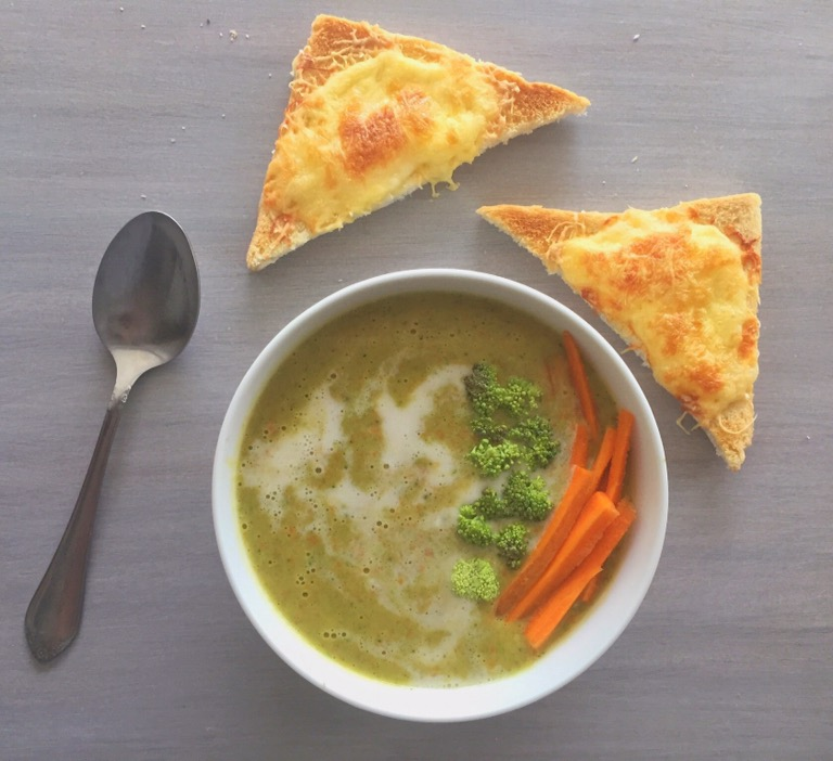Minty Peas and Broccoli Soup with Cheese Toasties